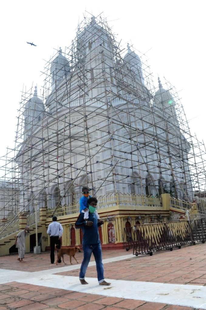 Devotees perform rituals at Dakshineswar Kali Temple after its re-open today after the State Government announced relaxations and some restrictions on the ongoing lockdown during the ...