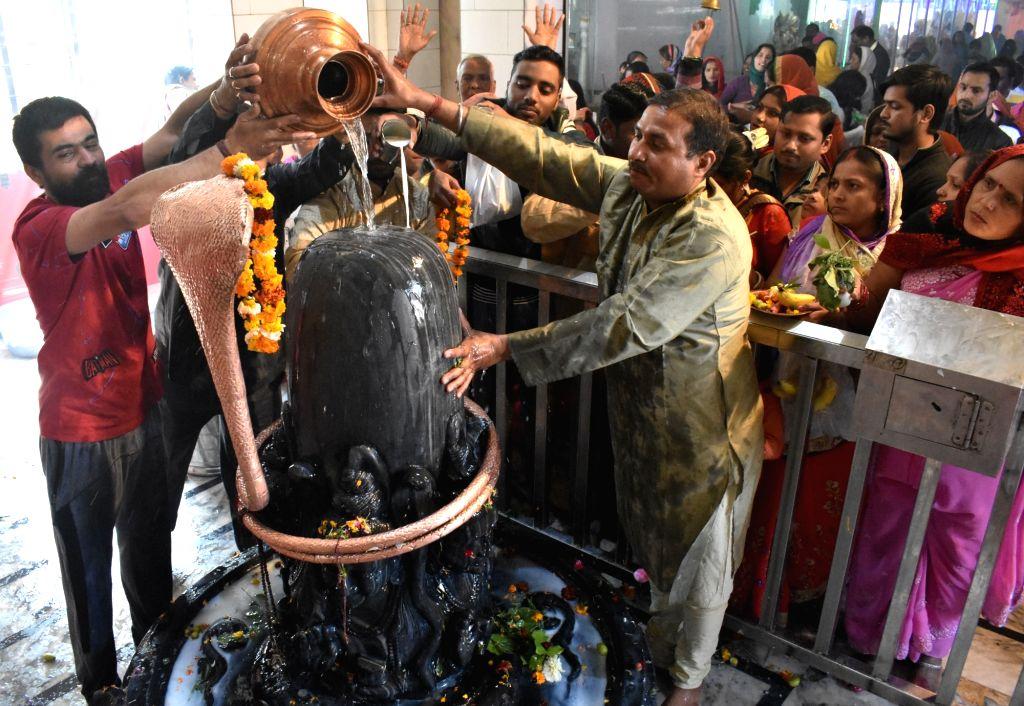 Devotees perform rituals on Maha Shivratri in Gurugram on Feb 14, 2018.