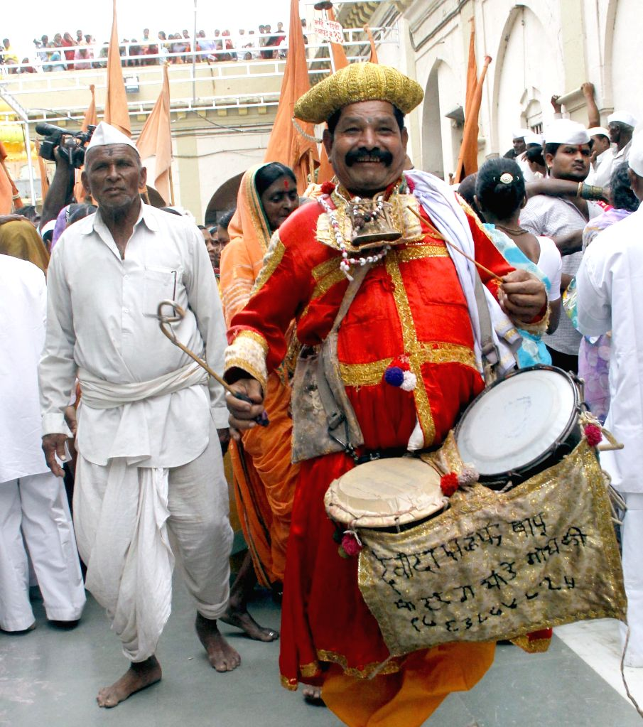 Devotees proceed towards Vithoba Temple at Pandharpur in Solapur district of Maharashtra from Pune as the annual Pandharpur Yatra commences on June 19, 2014.