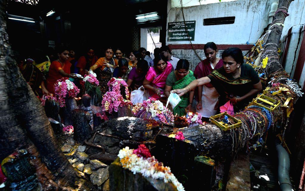 Devotees throng famous Arulmigu Mundagakanniammman Temple in Alwarpet of Chennai on July 18, 2014.