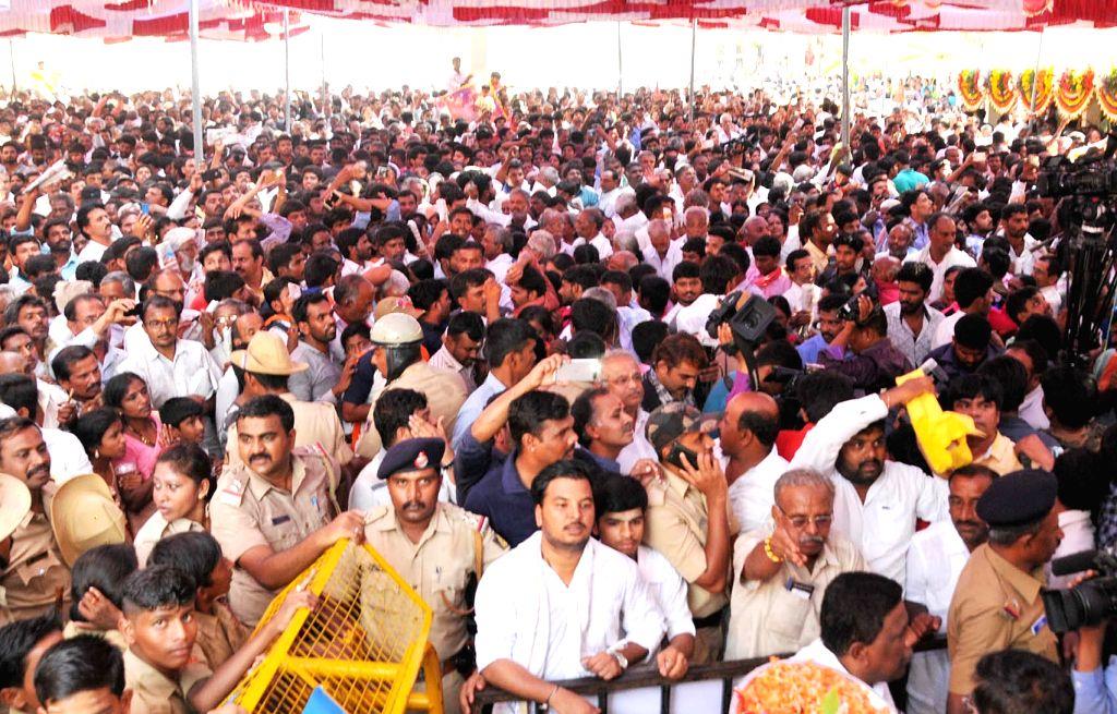 Devotees throng Siddaganga Mutt during the 111th birthday celebrations of Shivakumara Swami, head of the mutt, in Tumakuru, Karnataka on April 1, 2018.