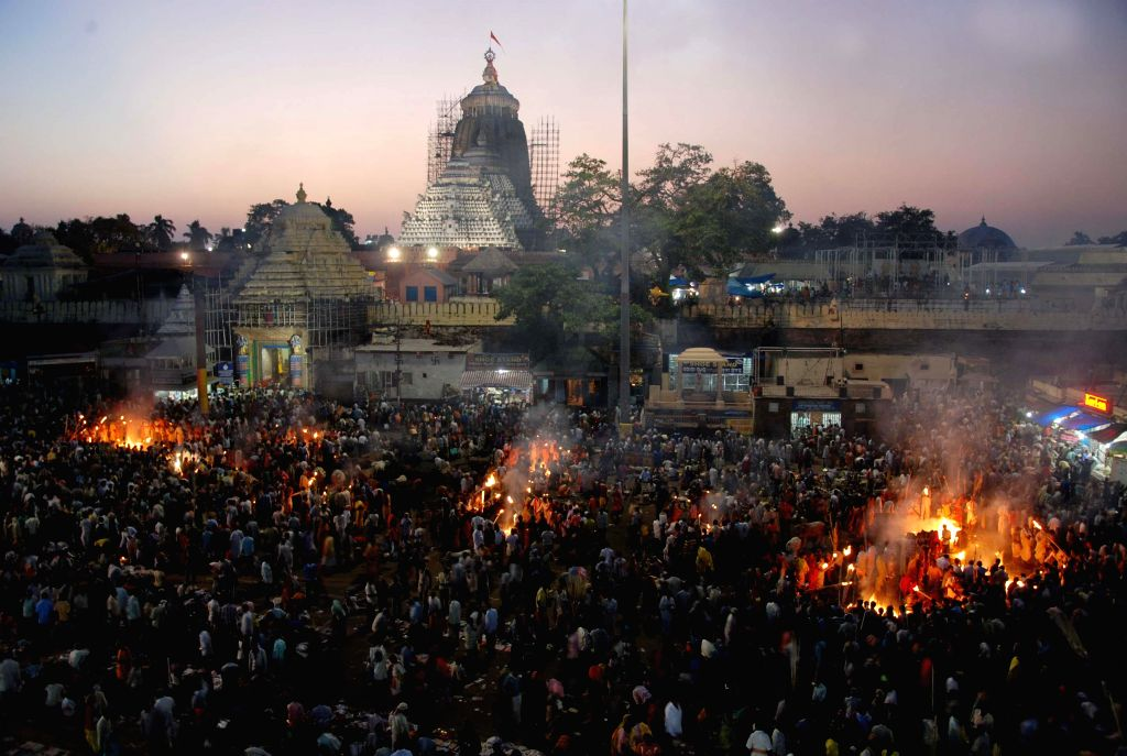 :Devotees witness the rituals being performed at the lord Jagannath Temple to pay homage to their ancestors in Puri on the occasion of Diwali on Nov.3, 2013. (Photo : Arabinda Mahapatra/IANS).