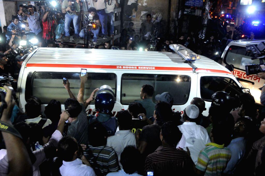 People surround an ambulance carrying the body of Muhammad Kamaruzzaman in Dhaka, Bangladesh, April 11, 2015. Bangladesh on Saturday night executed Muhammad ...