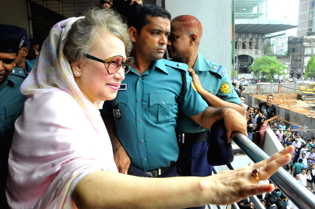DHAKA, April 5, 2016 - Bangladesh's former Prime Minister and Bangladesh Nationalist Party Chairperson Khaleda Zia (front) waves to supporters after being granted bail at a court in Dhaka, ... - Khaleda Zia