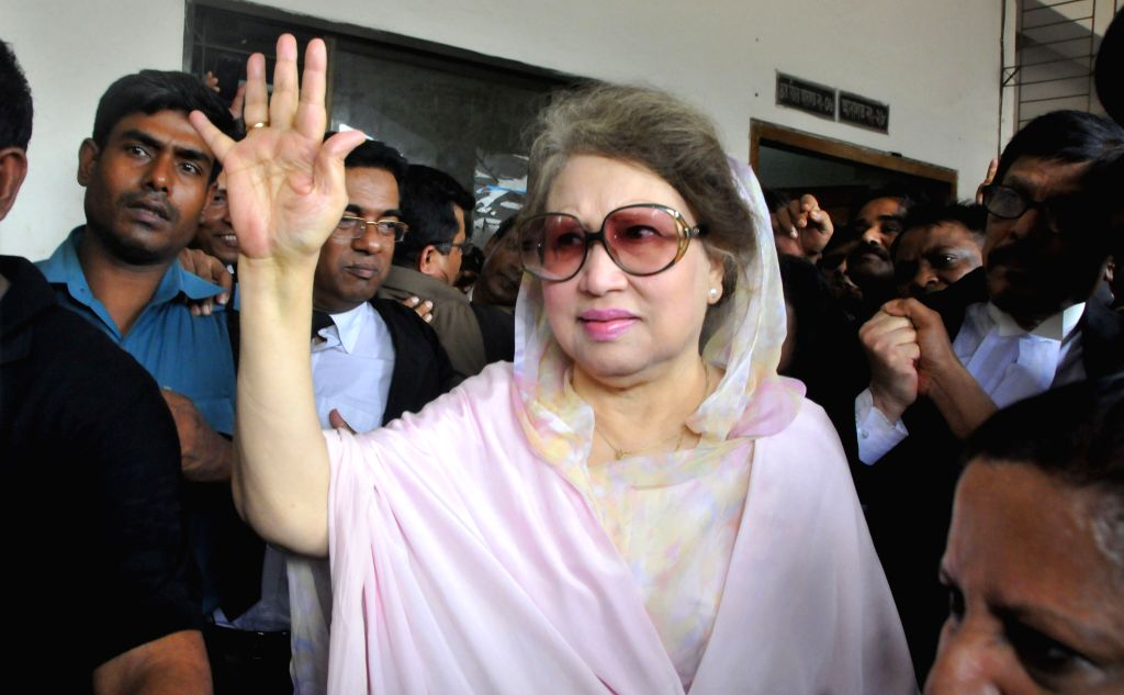 DHAKA, April 5, 2016 - Bangladesh's former Prime Minister and Bangladesh Nationalist Party Chairperson Khaleda Zia (C, front) waves to supporters after being granted bail at a court in Dhaka, ... - Khaleda Zia