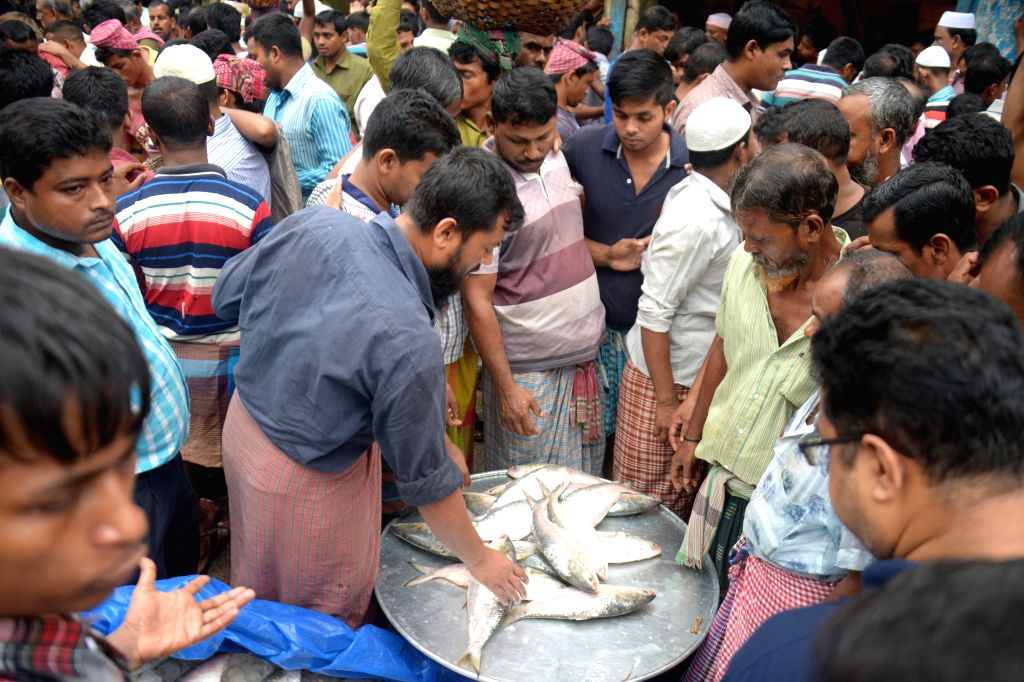 DHAKA, Aug. 13, 2017 - Vendors sell Hilsa fish at a market in Dhaka, Bangladesh, Aug. 13, 2017. Hilsa, Bangladesh's national fish popular for its tasty flesh, is set to be registered as the country's ...