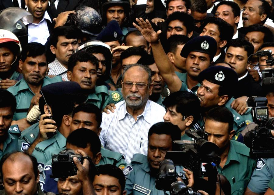 Dhaka (Bangladesh): Former Bangladeshi Posts, Telecommunications and Information Technology Minister Abdul Latif Siddique (C) arrives to a court for appeal in Dhaka, Bangladesh, on Nov. 25, 2014. A .. - Abdul Latif Siddique