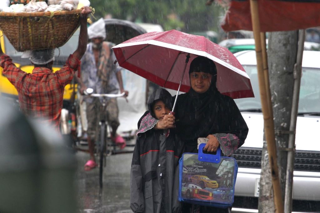 Dhaka (Bangladesh): Rains lash Dhaka on April 25, 2015.