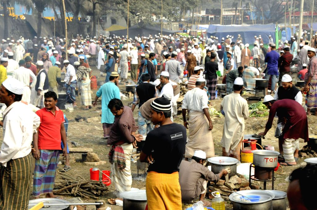 Muslims cook food as they attending a Muslim congregation in the field of Ijtema on the bank of Turag River on the outskirts of Dhaka, Bangladesh, Jan. 8, 2015. The ...