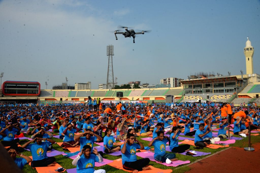 DHAKA, June 21, 2018 (Xinhua) -- People practice yoga during a gathering event marking the International Yoga Day at Bangabandhu National Stadium in Dhaka, Bangladesh on June 21, 2018. The United Nations has declared June 21 as the International Yoga
