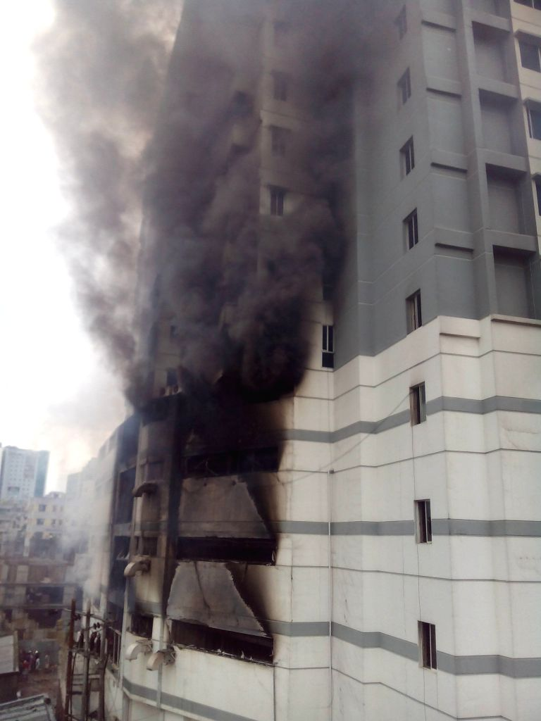 DHAKA, June 29, 2016 - Photo taken on June 29, 2016 shows heavy smoke from a fire at a residential multi-story building at Uttar Badda in Dhaka, Bangladesh.