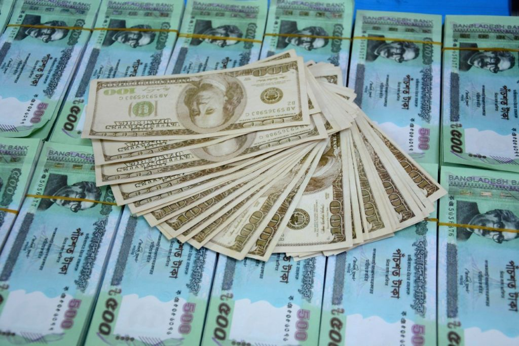 DHAKA, Oct. 26, 2016 - Photo taken on Oct. 26, 2016 shows fake currency-making materials during a drive in Dhaka, capital of Bangladesh. Dhaka Metropolitan Police busted the fake currency-making unit ...