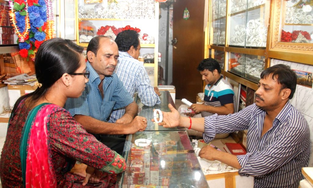 DHAKA, Oct. 28, 2016 - A Hindu woman buys Shakha (white bangles of conch-shell) at an ornament shop ahead of Diwali, the Hindu festival of lights, in Dhaka, capital of Bangladesh, Oct. 28, 2016.