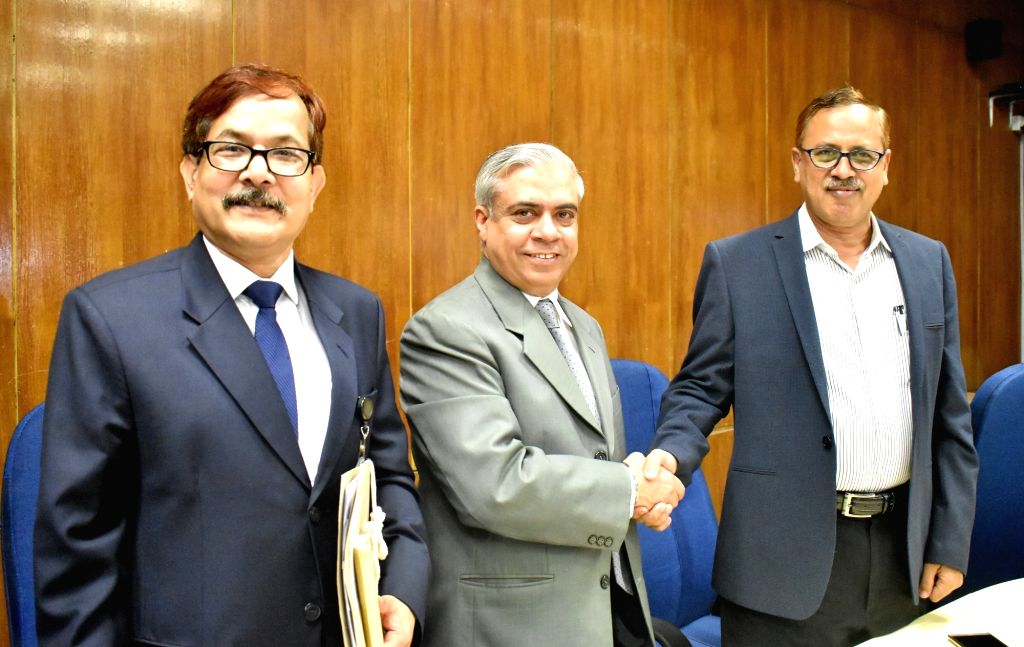 DHAKA, Sept. 11, 2018 - Kazi Shofiqul Azam(R), secretary of Bangladeshi Economic Relations Division, shakes hands with Manmohan Parkash(2nd L), country director of the Asian Development Bank (ADB), ...