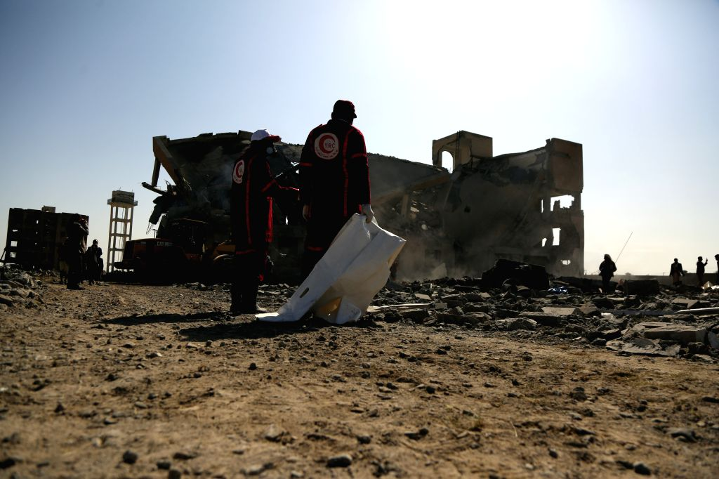 DHAMAR PROVINCE, Sept. 1, 2019 (Xinhua) -- Local Red Crescent medics search to rescue victims following airstrikes on a prison in central Dhamar province, Yemen, Sept. 1, 2019. At least 50 prisoners of war were killed when the Saudi-led coalition lau