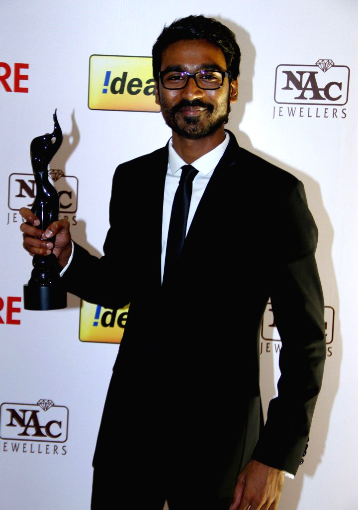 Dhanush won the Best Critics Award at the `61st Idea Filmfare South Awards 2013` held in Chennai at Nehru Stadium.