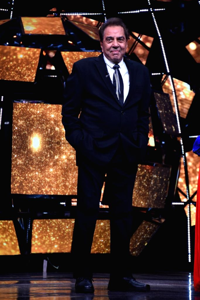 Dharmendra recalls living in a garage and working in a drilling firm