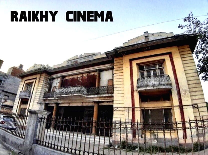 Dharmendra sad to see the condition of his favourite theatre in Ludhiana.