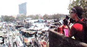 Dhobi Ghat, Tourists click pix from Mahalaxmi Bridge