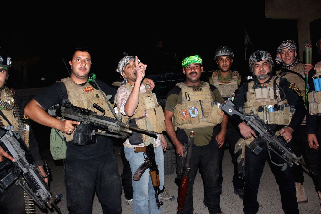 Iraqi soldiers prepare to fight against Islamic State militants in the city of Dhuluiya, some 90 km north of Baghdad on Nov. 6, 2014.