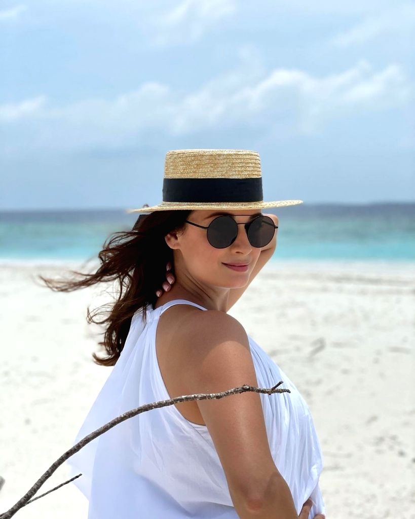 Dia Mirza poses with step-daughter in Maldivian vacay pic.(photo:instagram) - Dia Mirza