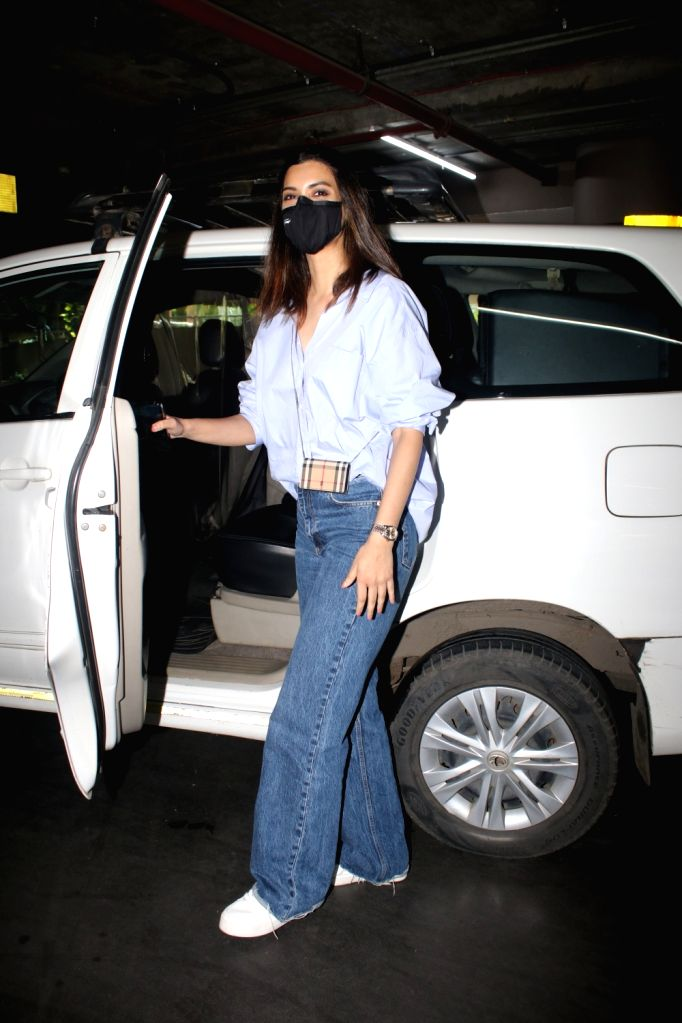 Diana penty spotted at airport arrival