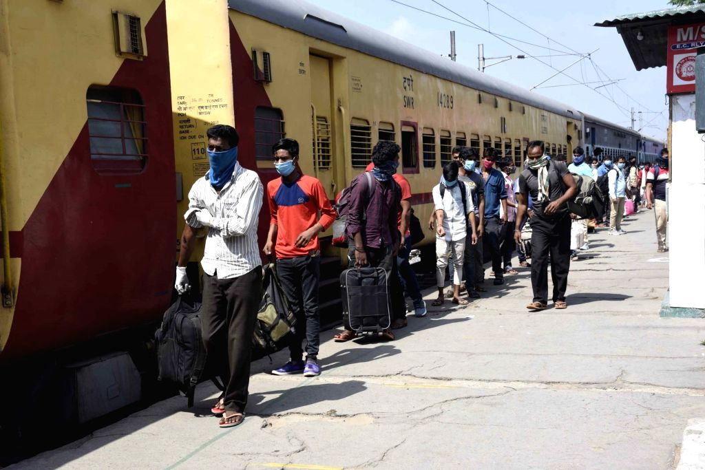 Differences emerge in UPA over migrants return issue