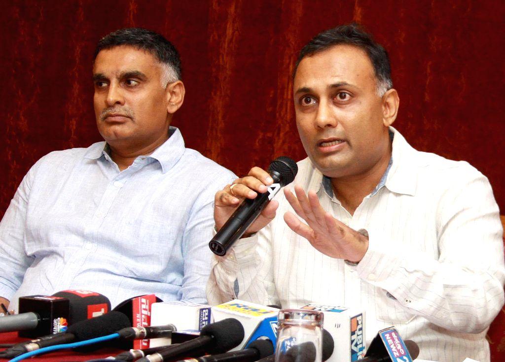 Dinesh Gundu Rao (R). (Photo : IANS) - Dinesh Gundu Rao