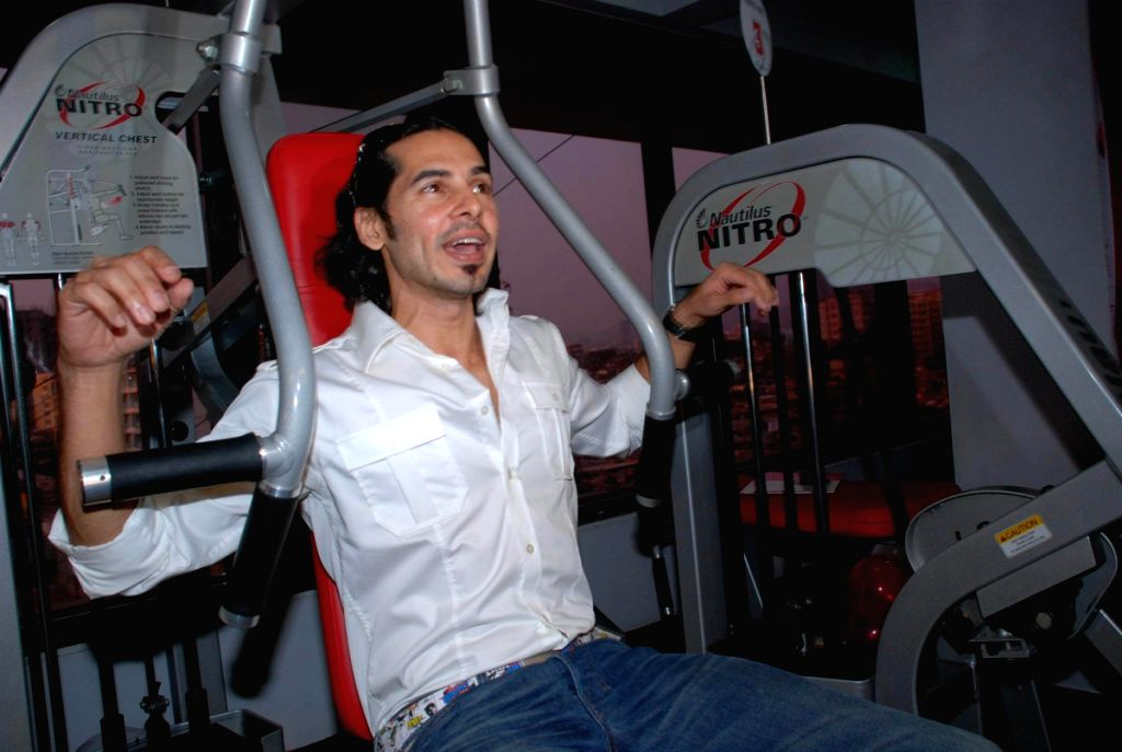 Dino Morea Launches the Waves Gym in Andheri.