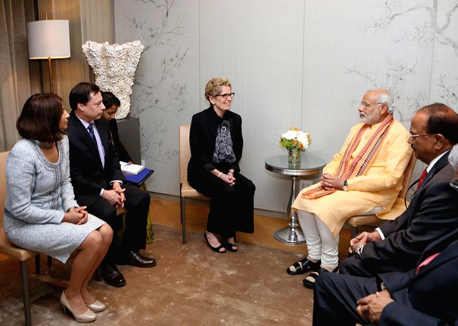 Dipika Damerla (extreme left) with her Premier Kathleen Wynne during their meeting with Modi in Toronto.
