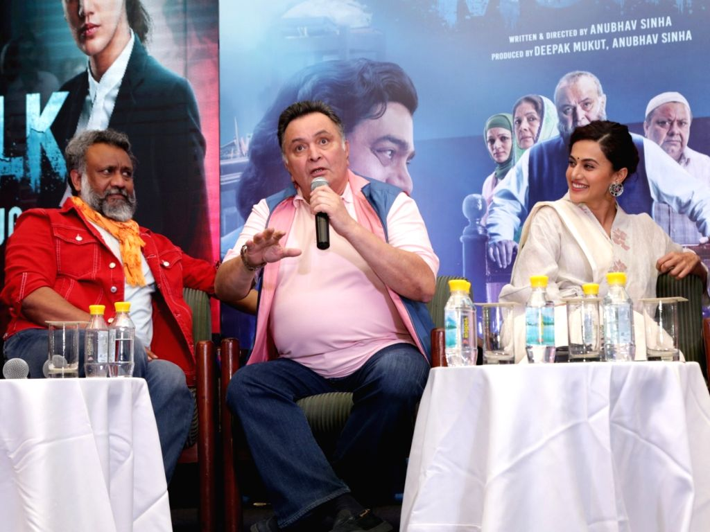 """Director Anubhav Sinha, actors Rishi Kapoor and Taapsee Pannu at the promotion of their upcoming film """"Mulk"""" in New Delhi on July 23, 2018. - Rishi Kapoor, Taapsee Pannu and Anubhav Sinha"""