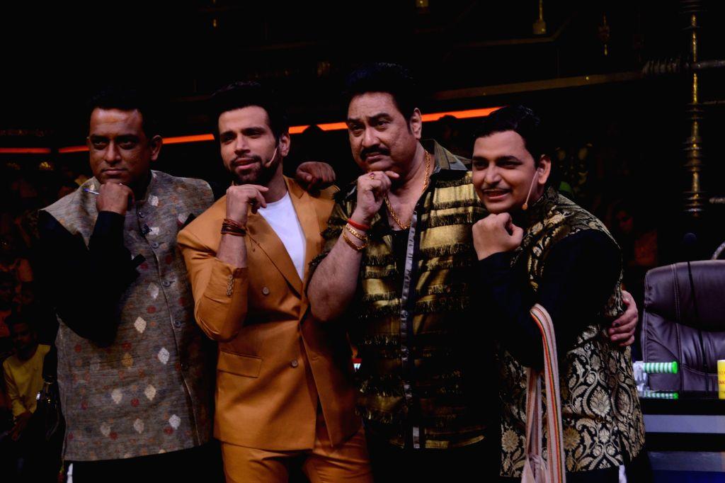 "Director Anurag Basu, singer Kumar Sanu, hosts Paritosh Tripathi and Rithvik Dhanjani on the sets of dance reality show ""Super Dancer 3"" in Mumbai, on April 30, 2019. - Anurag Basu and Paritosh Tripathi"