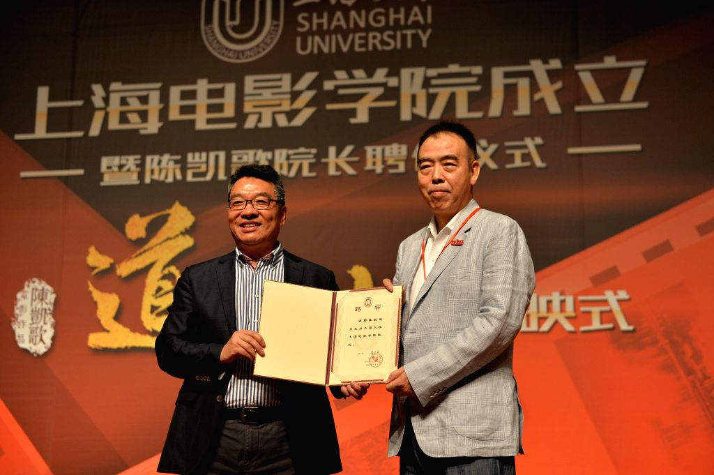 Director Chen Kaige (R) and Shanghai University President Luo Hongjie present Chen's letter of appointment as the dean of the newly found movie college of Shanghai ...