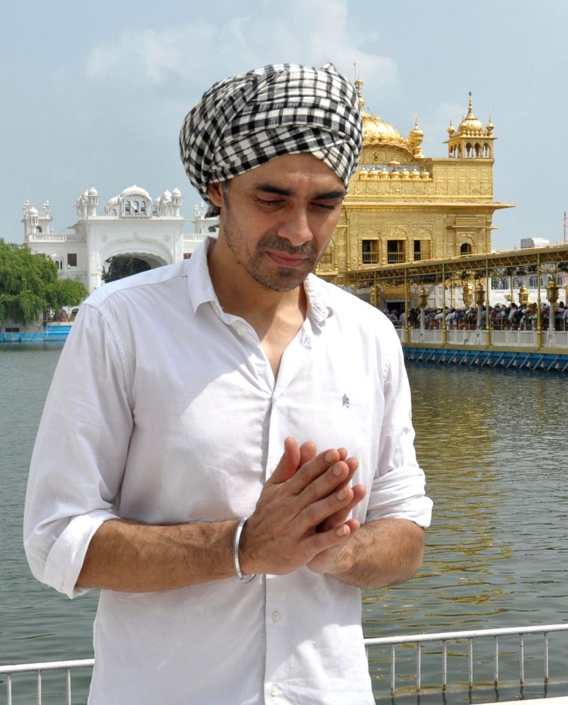 "Director Imtiaz Ali pays obeisance at the Golden Temple during a visit for the promotions of his upcoming film ""Laila Majnu"", in Amritsar on Sept 2, 2018."