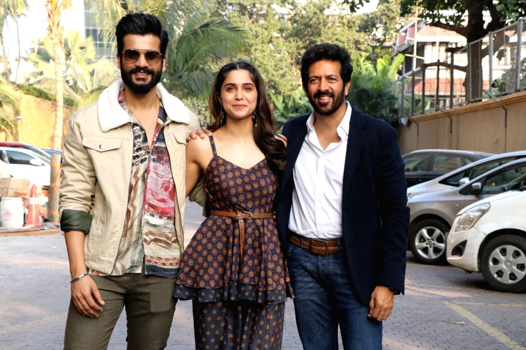 """Director Kabir Khan with actors Sunny Kaushal and Sharvari Wagh during the promotions of their upcoming film """"The Forgotten Army"""" in Mumbai on Jan 8, 2020. - Sunny Kaushal, Sharvari Wagh and Kabir Khan"""