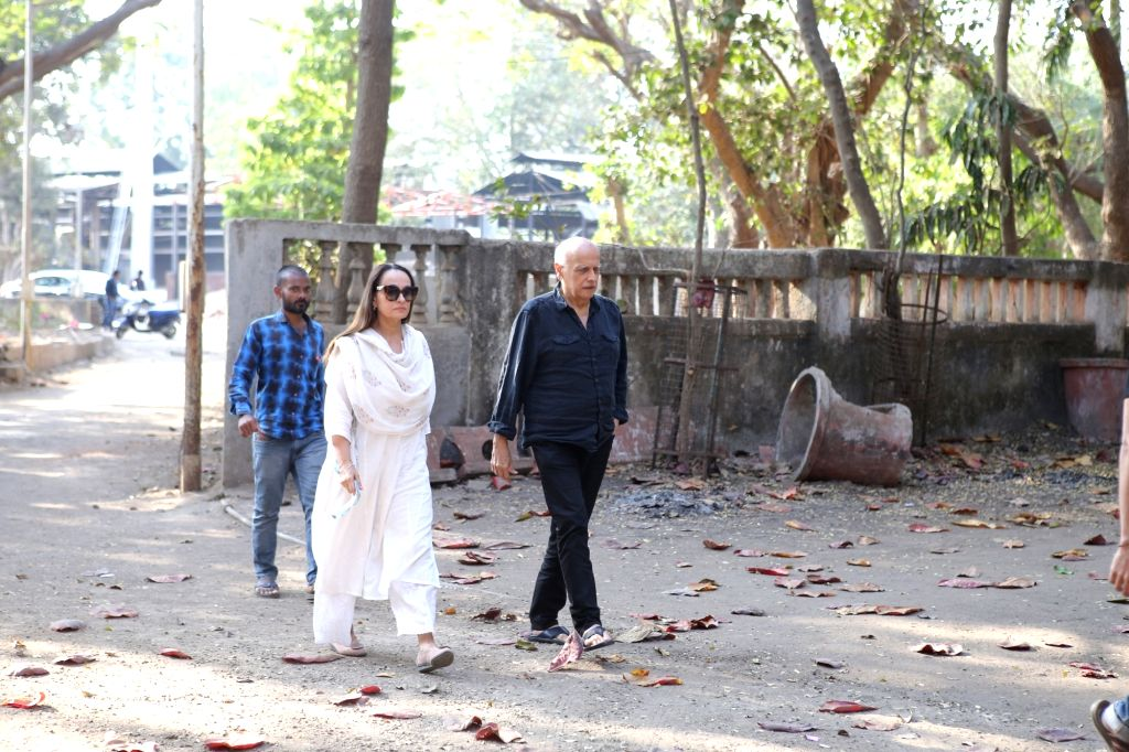 Director Mahesh Bhatt with his wife Soni Razdan arrives at the residence of Raj Kumar Barjatya who died on in Mumbai on Feb 21, 2019. - Kumar Barjatya