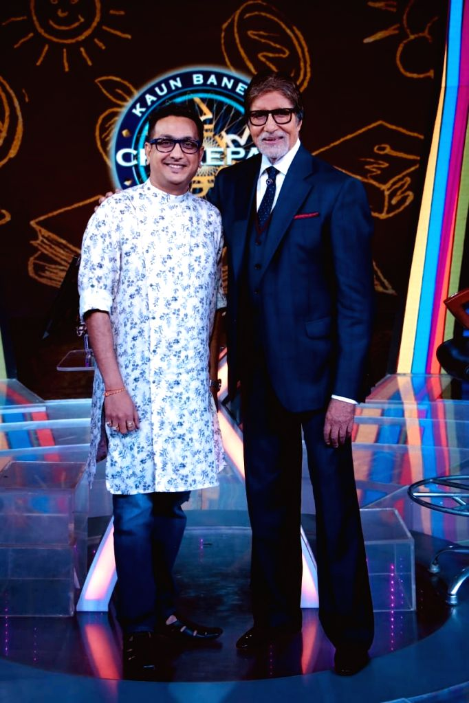 Director of KBC, Arun Sheshkumar, with actor Amitabh Bachchan. - Amitabh Bachchan