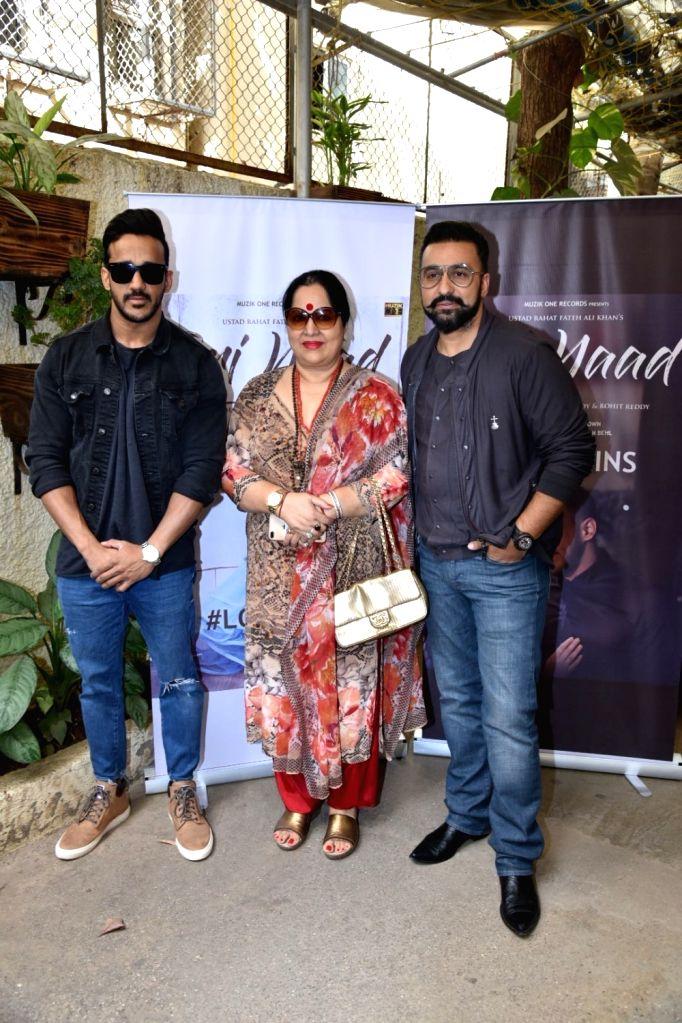 "Director Raj Kundra with his mother-in-law Sunanda Shetty and actress Anita Hassanandani's husband Rohit Reddy at the launch of his music album ""Teri Yaad"" in Mumbai, on Feb 9, 2019. - Anita Hassanandan, Raj Kundra, Sunanda Shetty and Rohit Reddy"