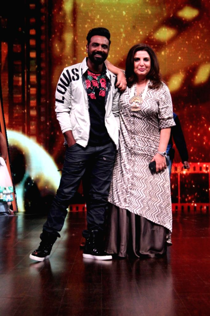 Director Remo D'Souza along with choreographer-filmmaker Farah Khan during the promotion of his upcoming film Race 3 on the sets of Dance India Dance Li'l Masters in Mumbai on June 4, 2018. - Farah Khan
