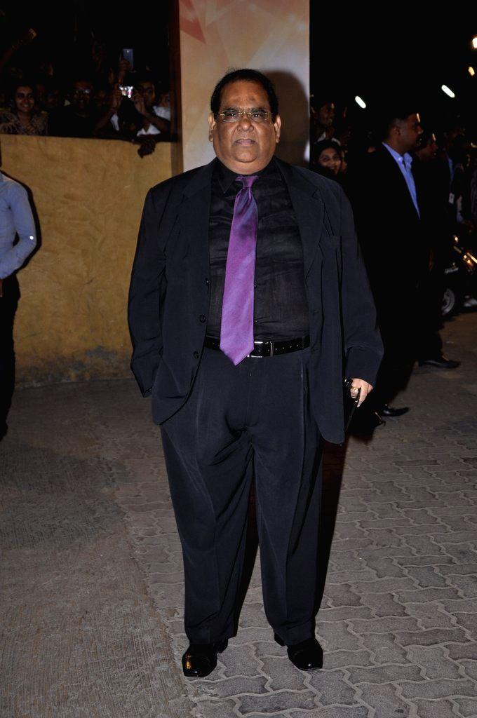 Director Satish Kaushik arrives at the red carpet of The Filmfare Awards 2013 in Mumbai.