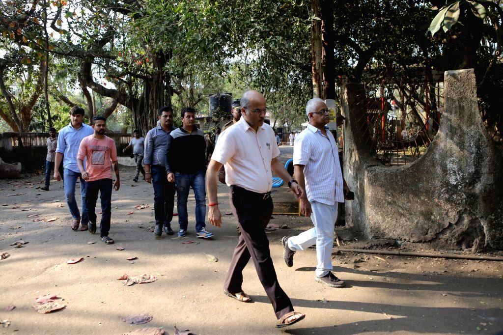 Director Sooraj Barjatya at the funeral of his father Raj Kumar Barjatya who died on in Mumbai on Feb 21, 2019. - Kumar Barjatya