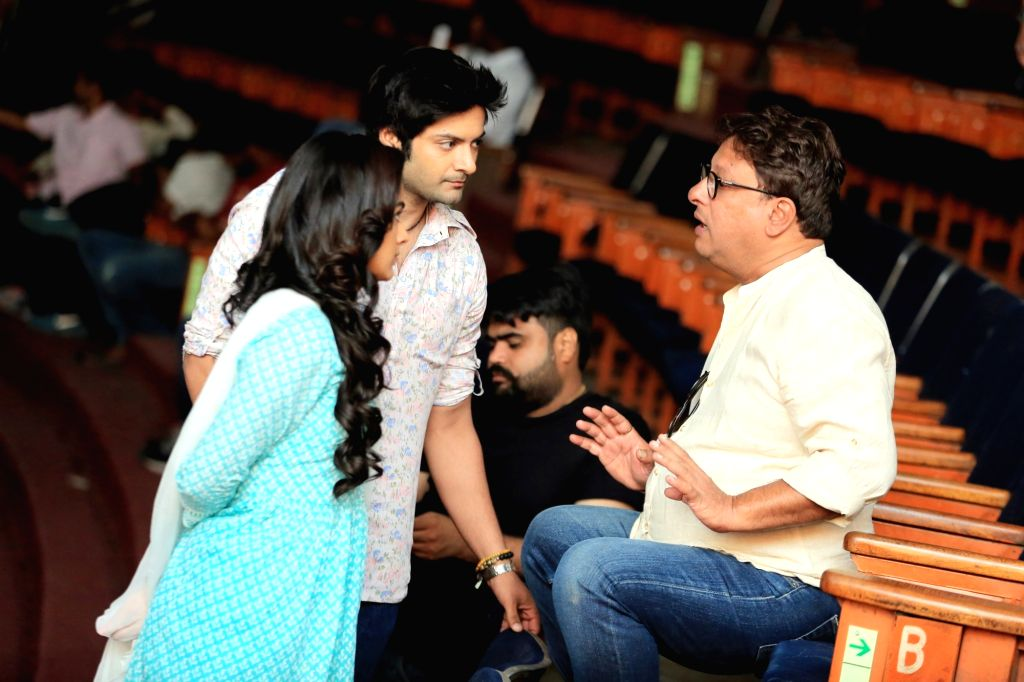 """Director Tigmanshu Dhulia in a conversation with actors Ali Fazal and Shraddha Srinath, on the sets of their upcoming film """"Milan Talkies"""" in Lucknow on March 27, 2018. - Ali Fazal and Shraddha Srinath"""