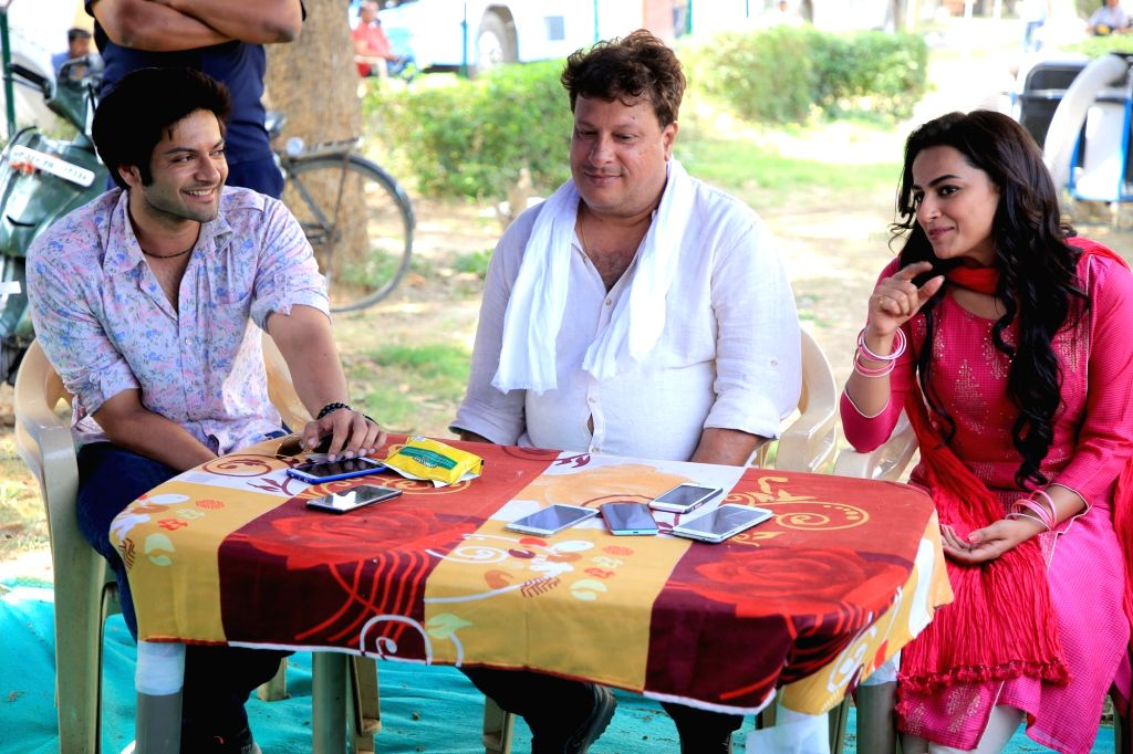 """Director Tigmanshu Dhulia with actors Ali Fazal and Shraddha Srinath, on the sets of their upcoming film """"Milan Talkies"""" in Lucknow on March 27, 2018. - Ali Fazal and Shraddha Srinath"""