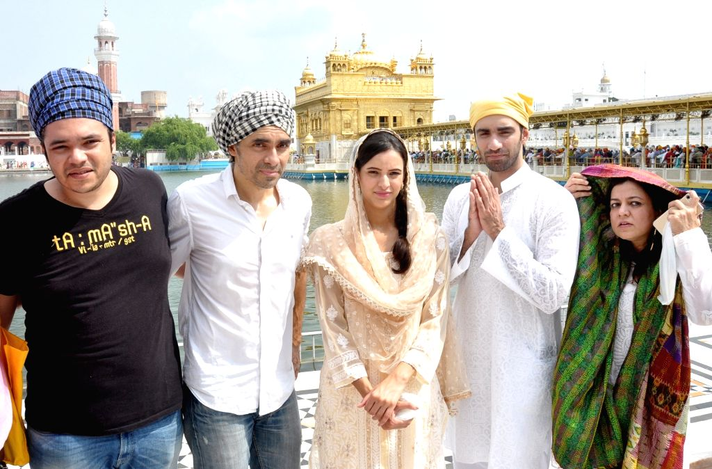 "Directors Sajid Ali and Imtiaz Ali with actors Tripti Dimri and Avinash Tiwari pay obeisance at Golden Temple during a visit for the promotions of their upcoming film ""Laila ... - Tripti Dimri and Avinash Tiwari"
