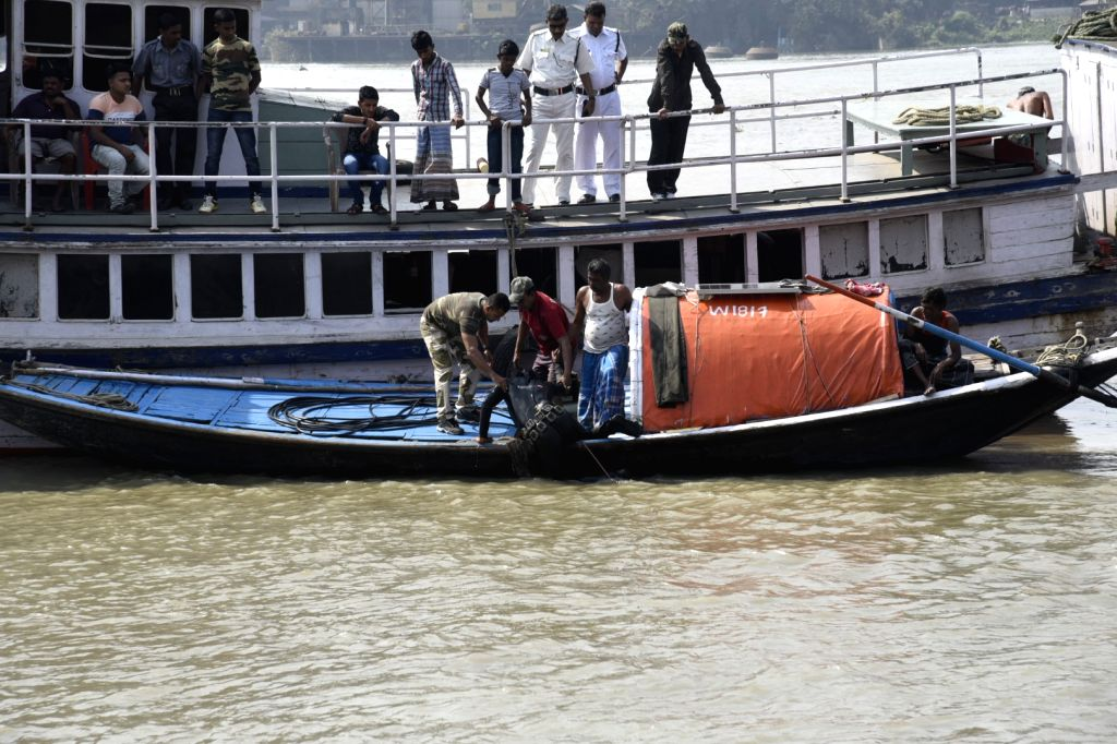 Disaster Management personnel conduct search operations to find nine people who went missing while bathing in the Hooghly river during high tide yesterday, in Kolkata on Feb 20, 2019.