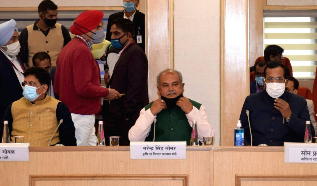 Discussing the meeting of representatives of Farmers' Organizations, Narendra Singh Tomar, Minister of Commerce and Industry, Piyush Goyal and Minister of State Som Prakash today, at Vigyan Bhawan, New Delhi. - Narendra Singh Tomar