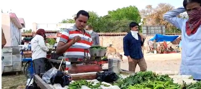 Disenchanted': Magician turns into a vegetable seller amid lockdown.