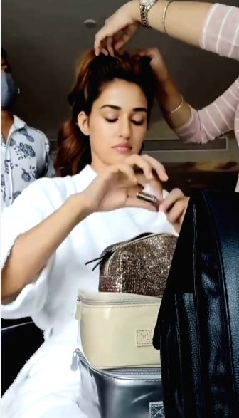 Disha Patani does her make-up for first time
