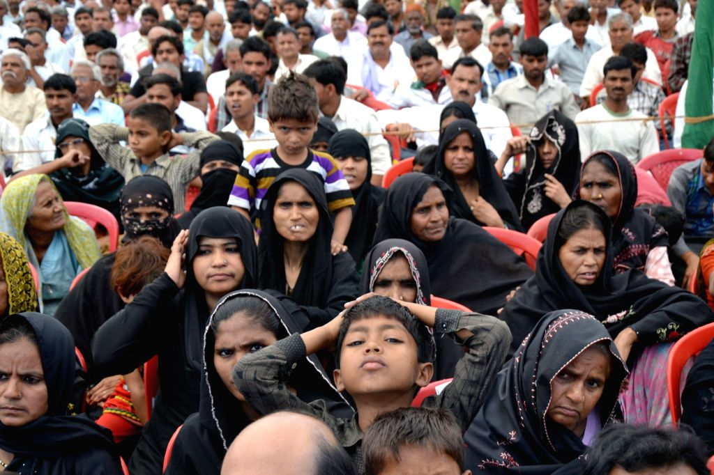 Dissapointed supporters of Samajwadi Party at a rally which was to be addressed by Uttar Pradesh Chief Minister Akhilesh Yadav at Etmadpur near Agra on April 19, 2014. The supporters were ... - Akhilesh Yadav