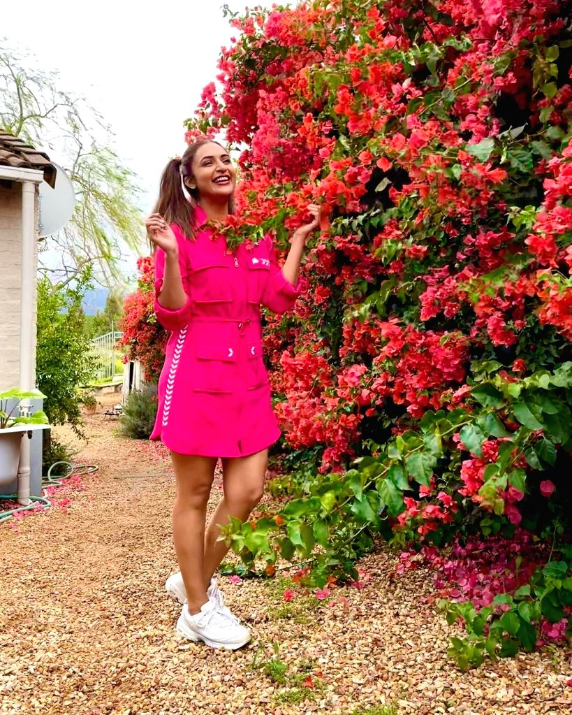 Divyanka Tripathi calls herself a 'seasonal flower' - Divyanka Tripathi